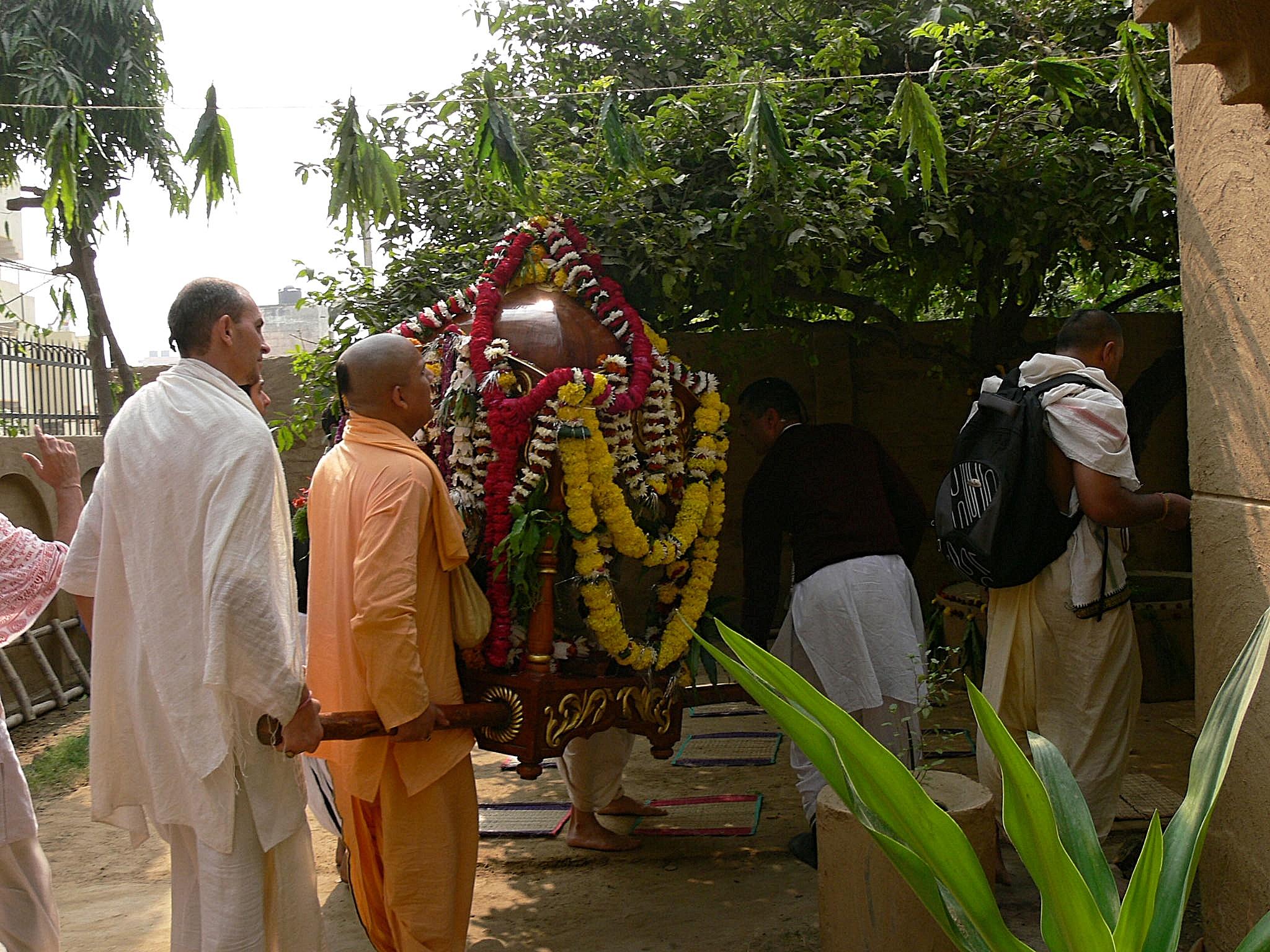 Radha Madhava arriving at a courtyard festival